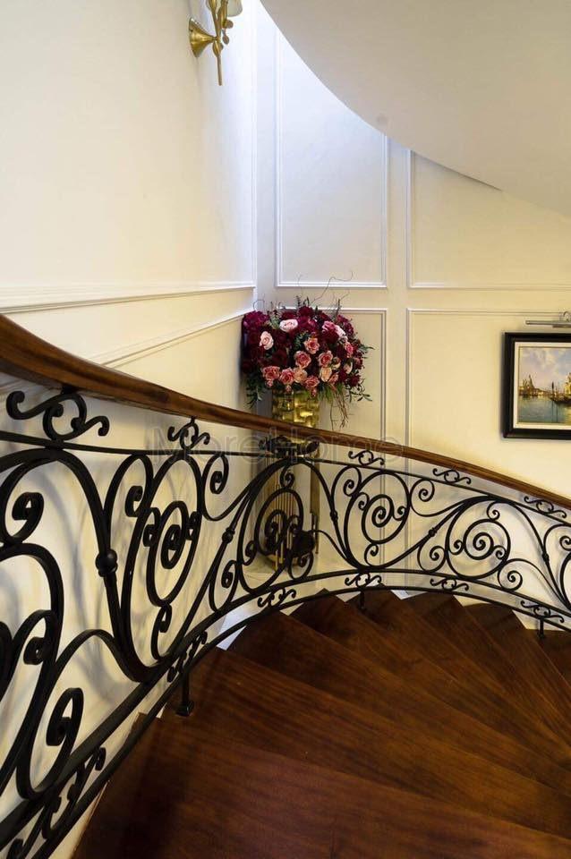 Thi công cầu thang biệt thự Vinhomes Gardenia Mỹ Đình