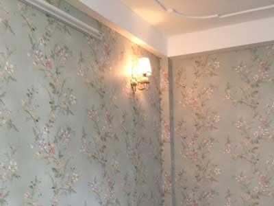 Thi công giấy dán tường hoa lá màu xanh