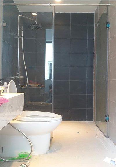 Thi công lắp đặt vách tắm kính 180 độ tại Royal City