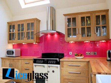 Kính màu cường lực ốp bếp màu hồng