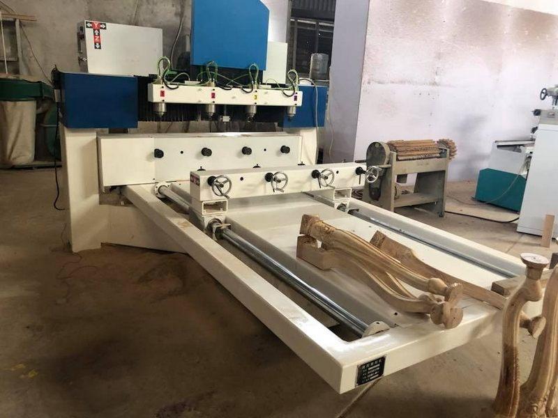 Máy CNC tại xưởng Morehome
