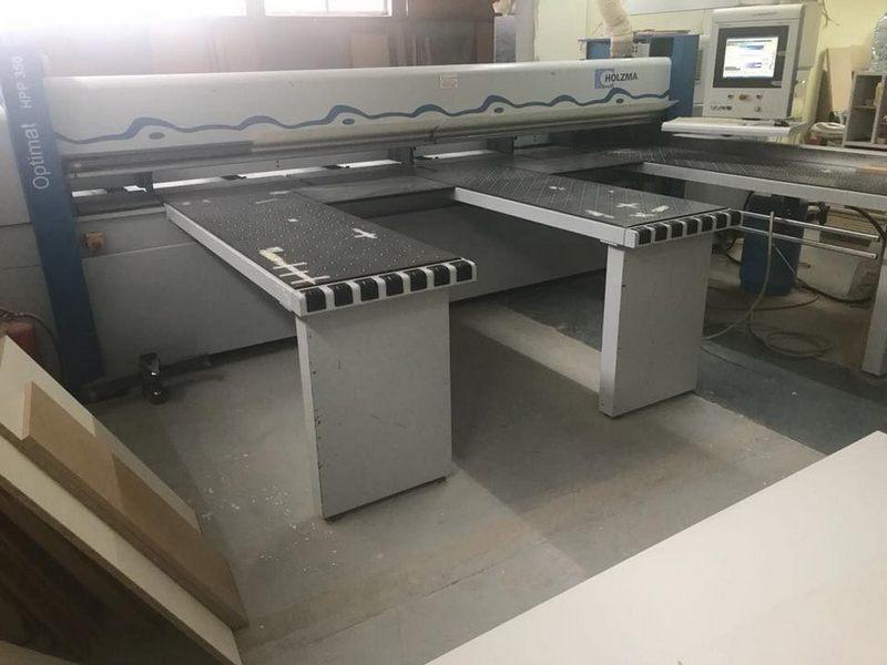 Máy panel tại xưởng gỗ Morehome